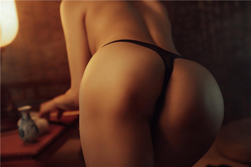 性感尤物夏小秋大秀白嫩豪乳