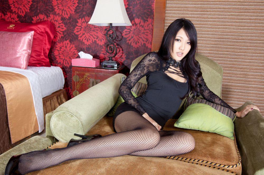 诱惑的黑丝女教师+修长的黑丝美腿