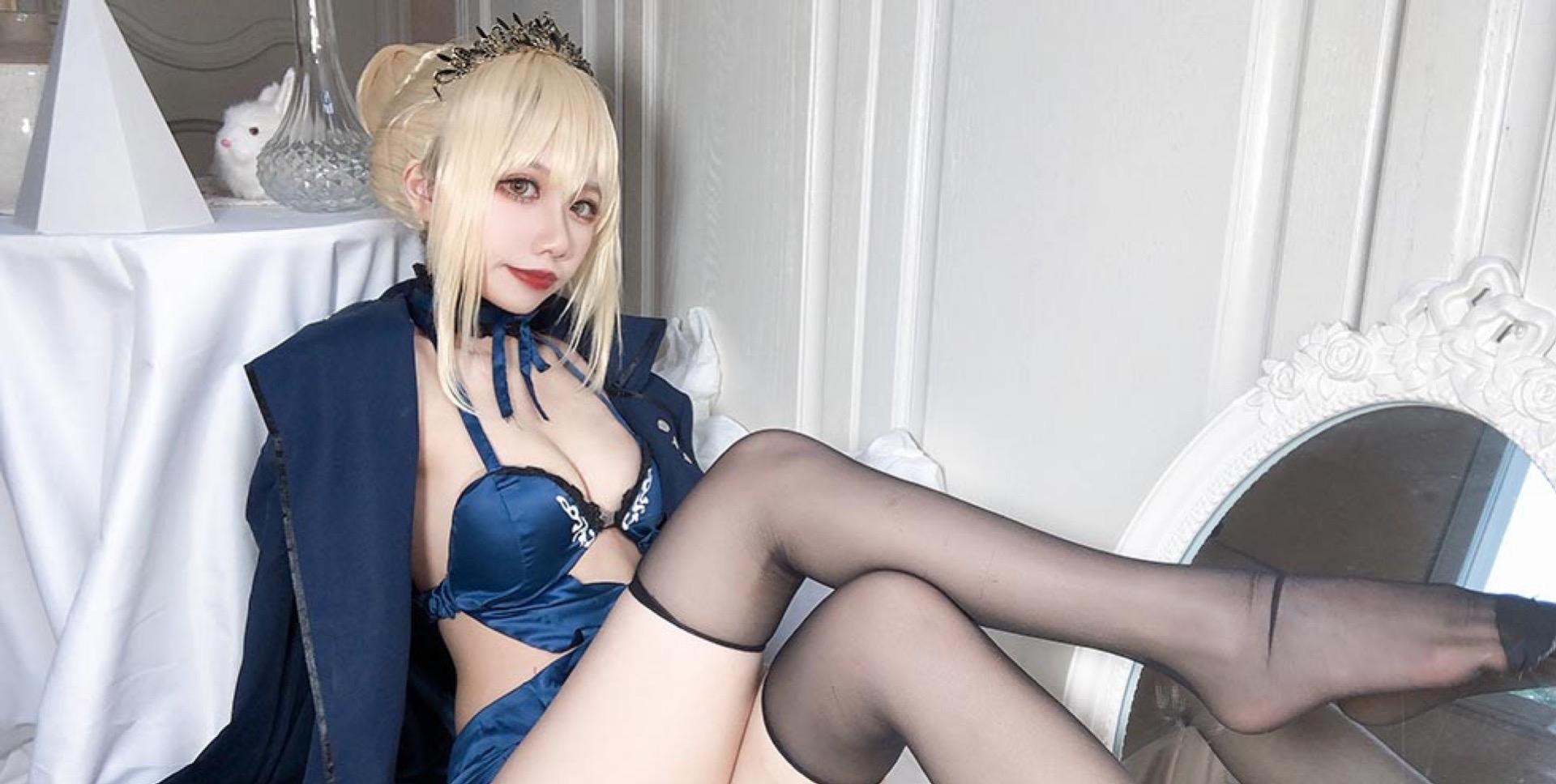 蓝色情趣内衣女孩的诱惑