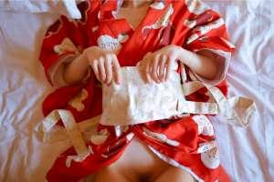红色日式白花和服美脚捆绑