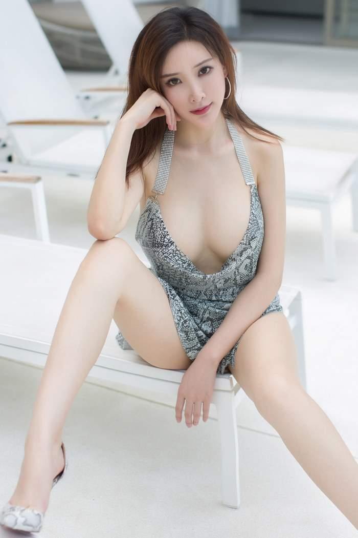 美乳模特周言希