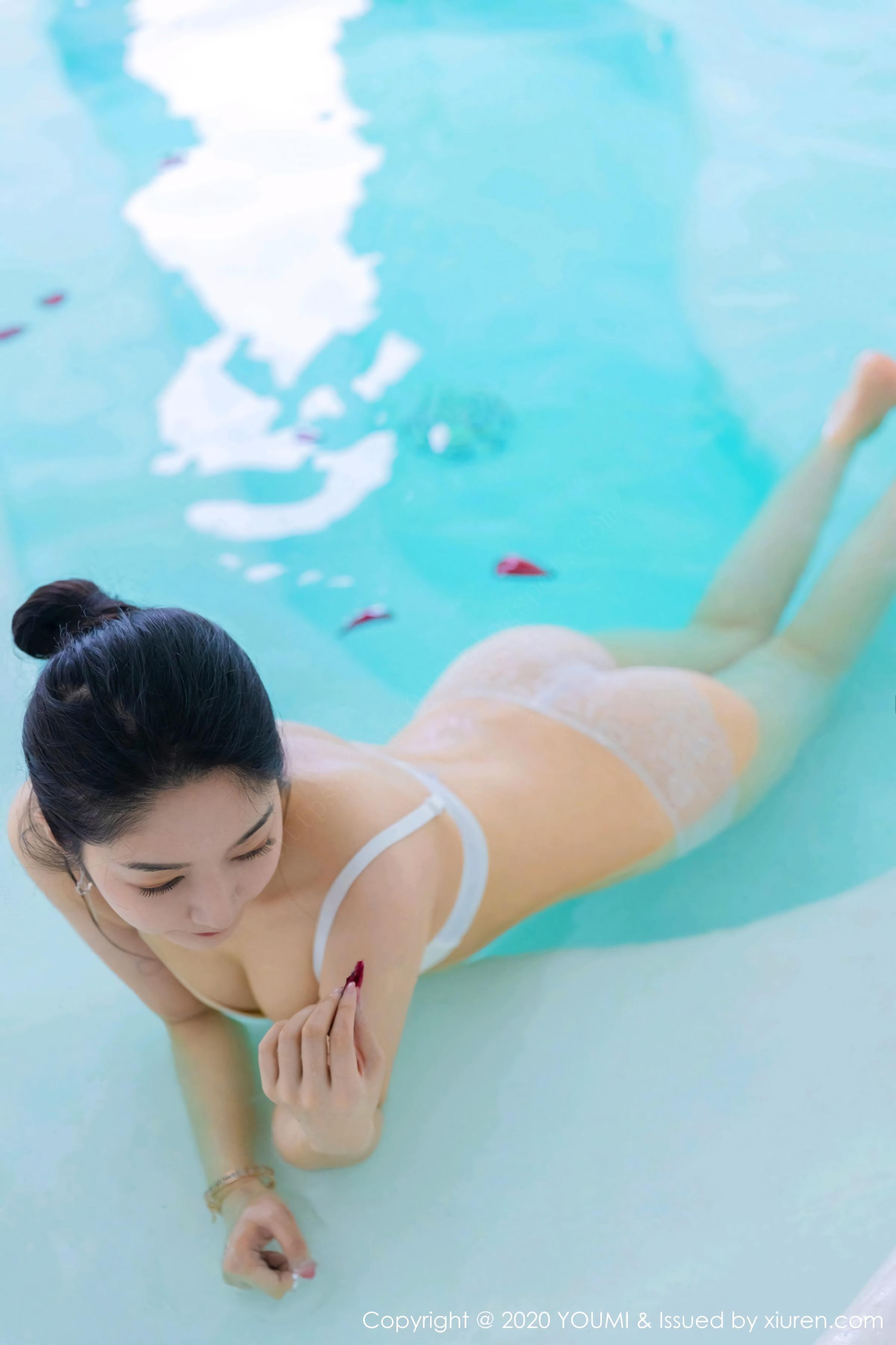 室内泳池,冰清玉洁玲珑心