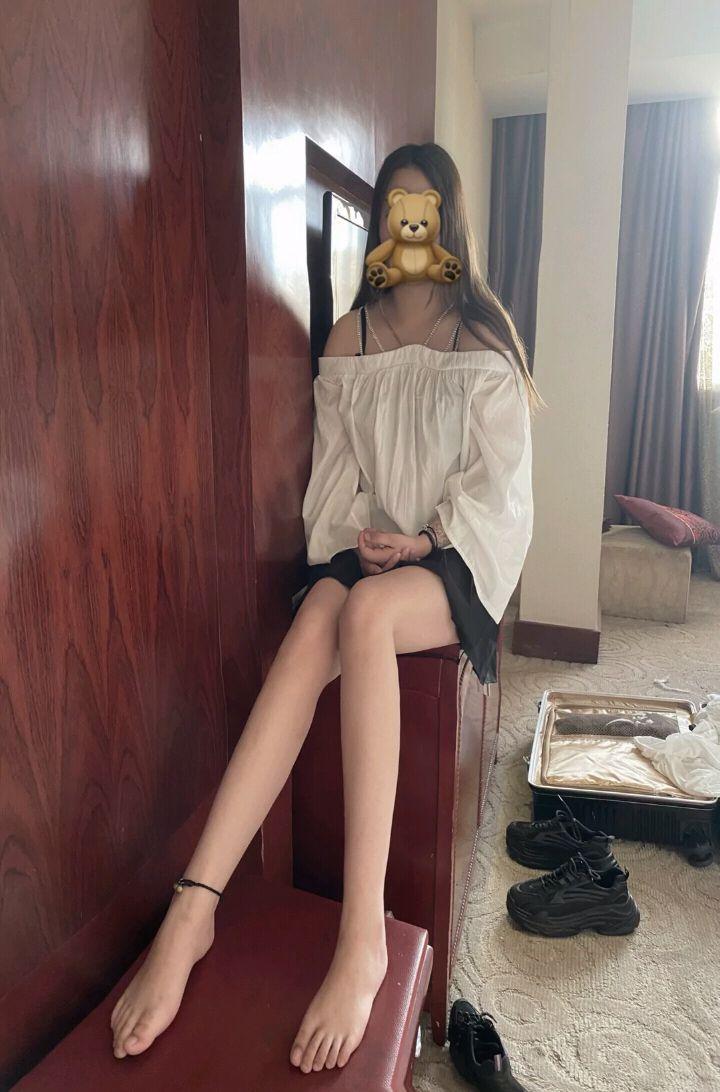 诱人美女的鲜嫩美脚