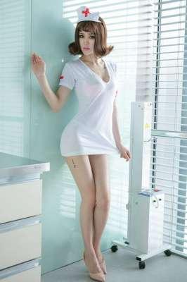 性感嫩模青树诱人护士装美乳藏不住