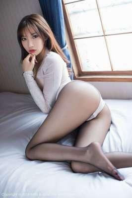 丝袜女神小狐狸Sica玉腿横陈黑丝幽幽