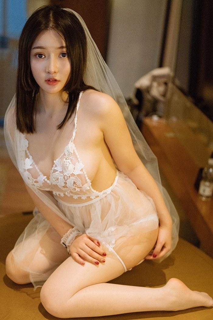 性感女神唐婉儿丰乳肥臀胴体白净