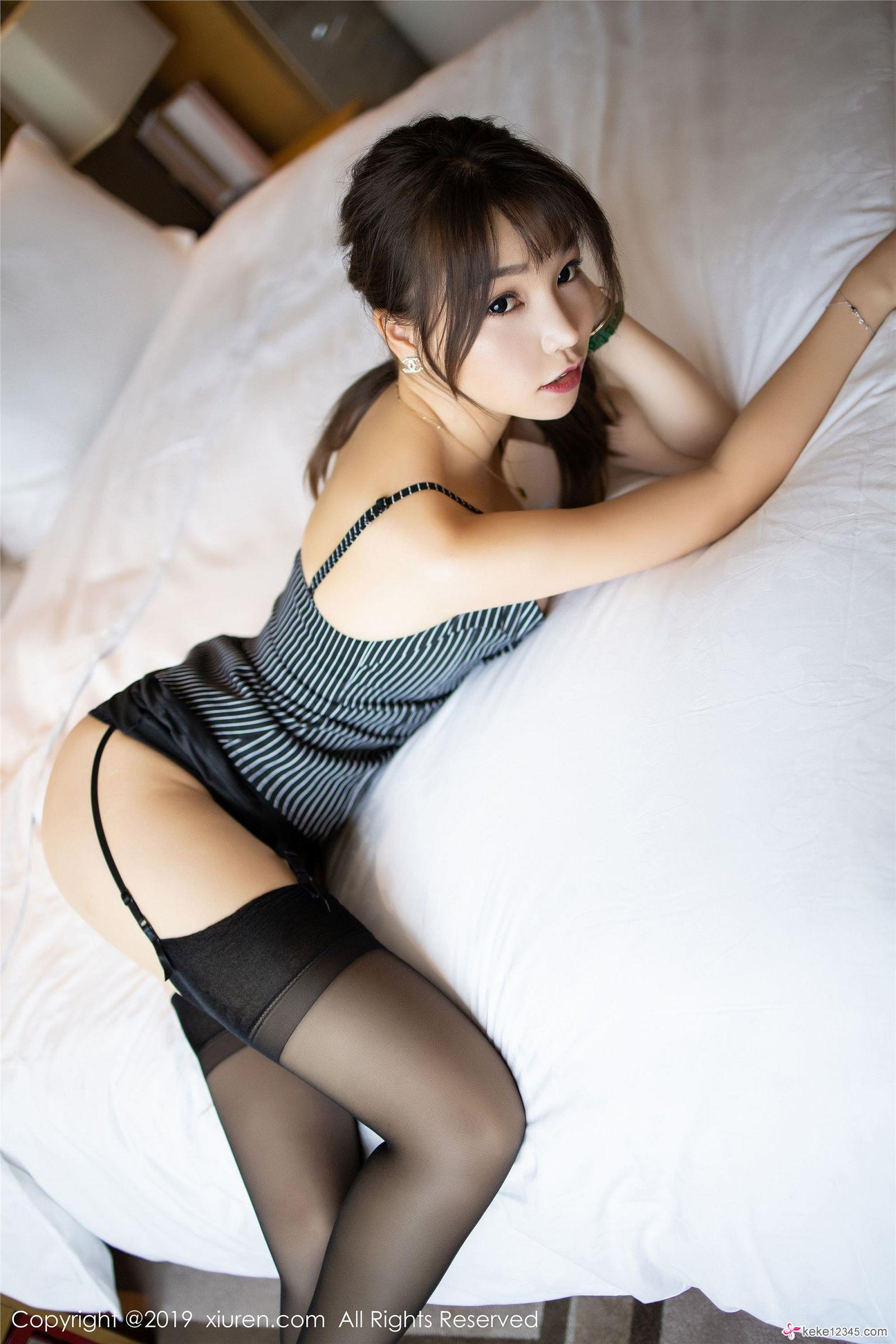 黑丝翘美臀