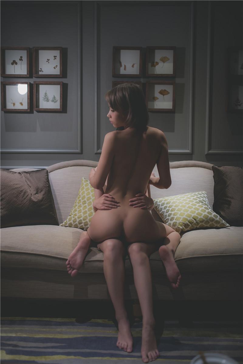 柚木写真—沙发百合人体艺术写真