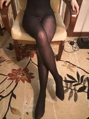 长腿黑丝女友手势认证,欢迎评论小骚货会看哦