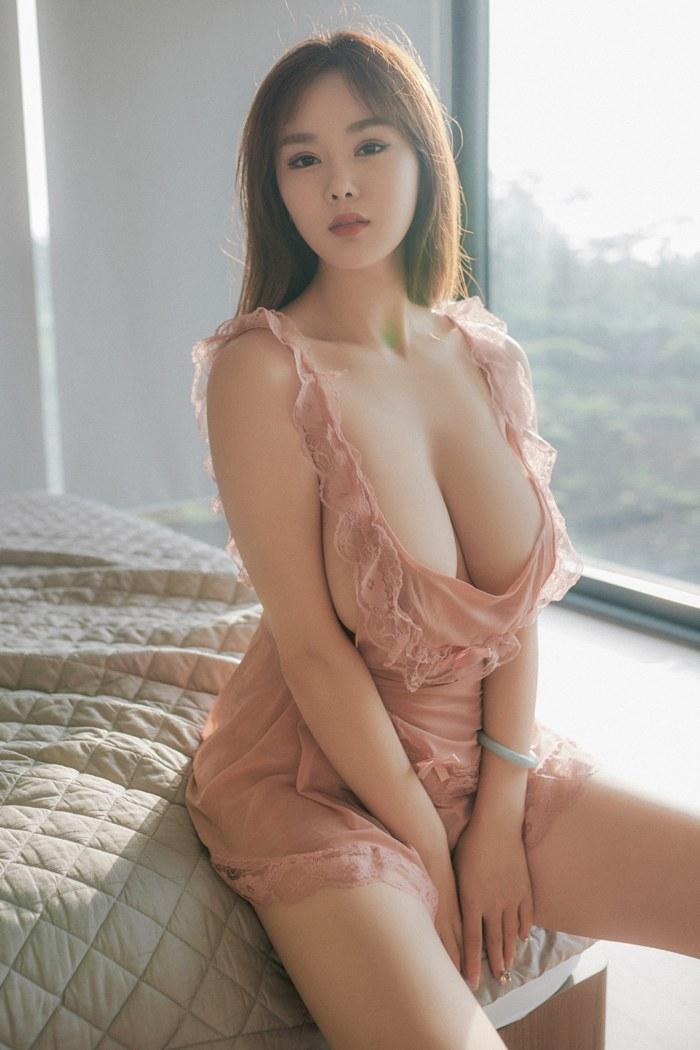 一代乳神易阳情趣薄纱丰满上围盖不住