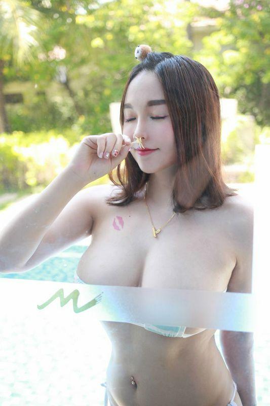唇印女神沈蜜桃38G性感豪乳摇摇欲坠