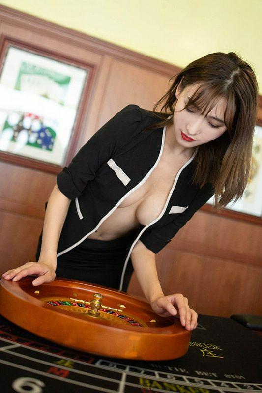 美女陪玩陆萱萱长腿深沟制服诱惑