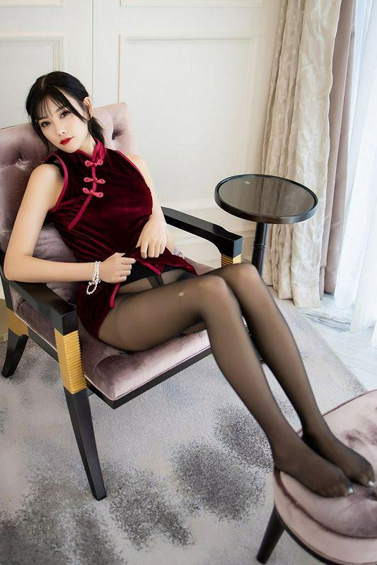 旗袍甜心黑丝美脚撩人十足